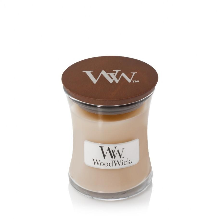 aromaticheskaya svecha white honey mini jar woodwick 1 910x910 1 - Композиция цветов в коробке № 1030