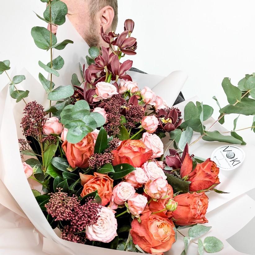 img 20201031 135549 1 - Композиція квітів у коробці № 1027