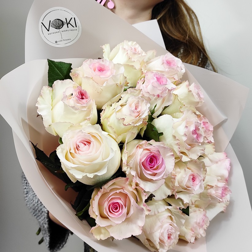Троянди біло - рожеві