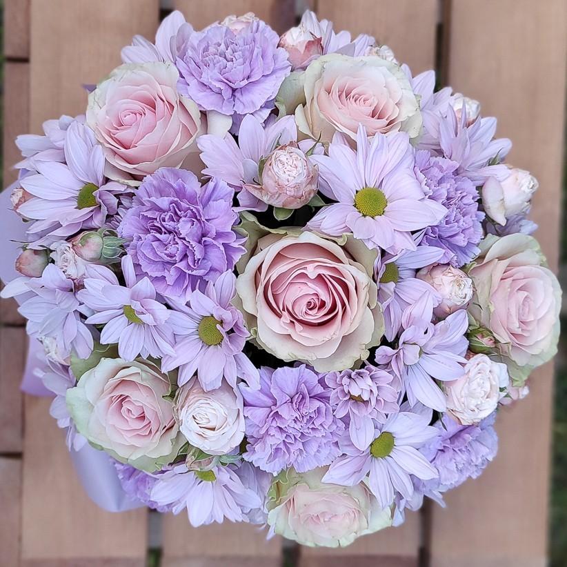 img 20201105 153940 - Цветы в коробке№ 003 / розы, розы спрей, гвоздики, хризантемы