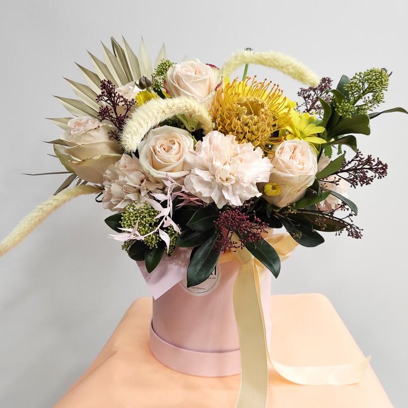 img 20201119 163309 1 - Композиція квітів у коробці № 007