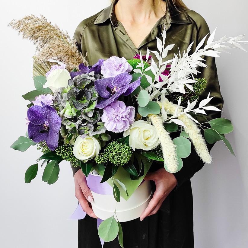 Композиція квітів у коробці № 005
