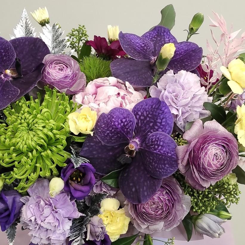 img 20201130 184018 - Композиція квітів у коробці  № 1003