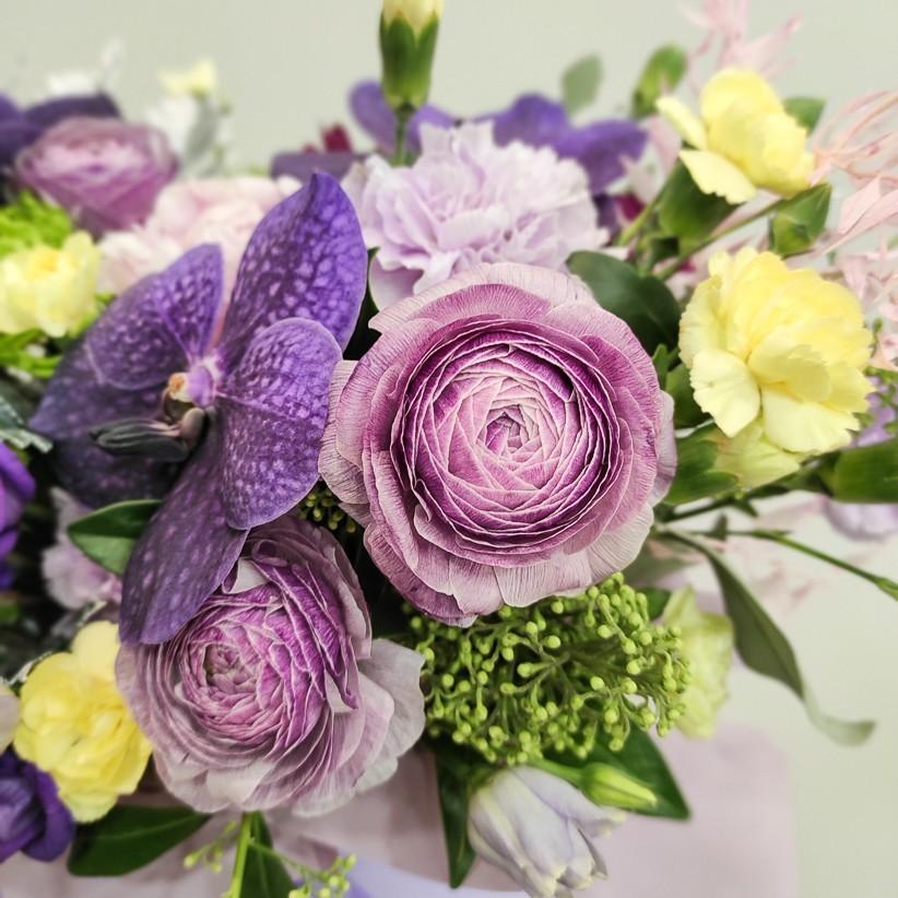 img 20201130 184138 - Композиція квітів у коробці  № 1003