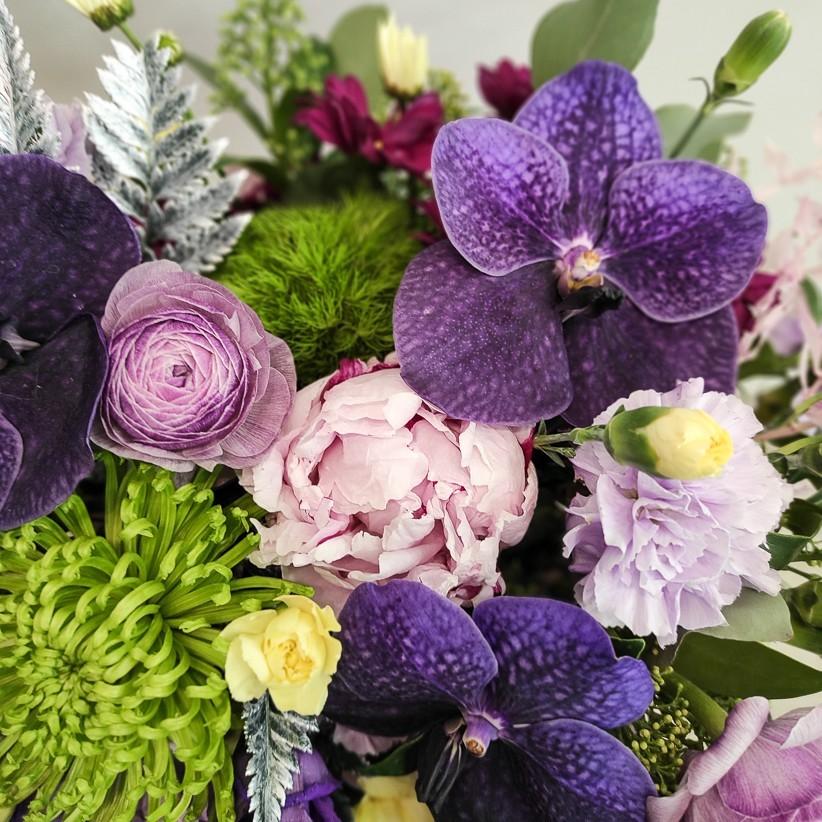 img 20201130 184222 - Композиція квітів у коробці  № 1003