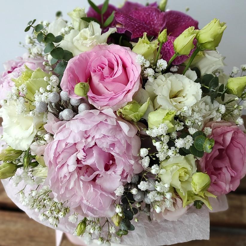 img 20201212 121839 2 - Квіткова композиція у коробці № 1011