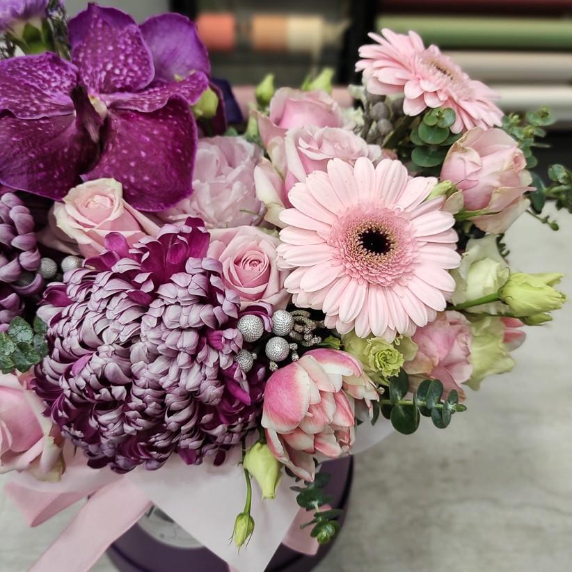 img 20201216 180343 - Квіткова композиція у коробці № 1014