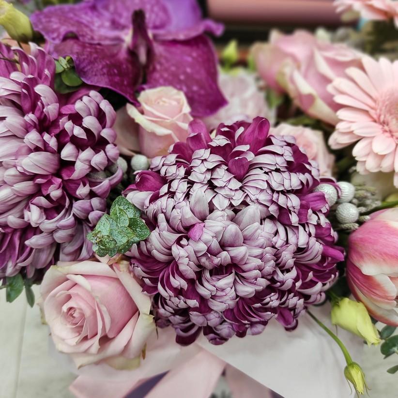 img 20201216 180355 - Квіткова композиція у коробці № 1014