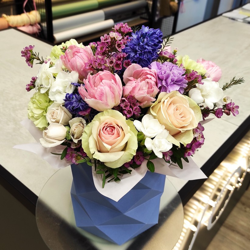 img 20210219 170817 - Композиция цветов в коробке № 1034