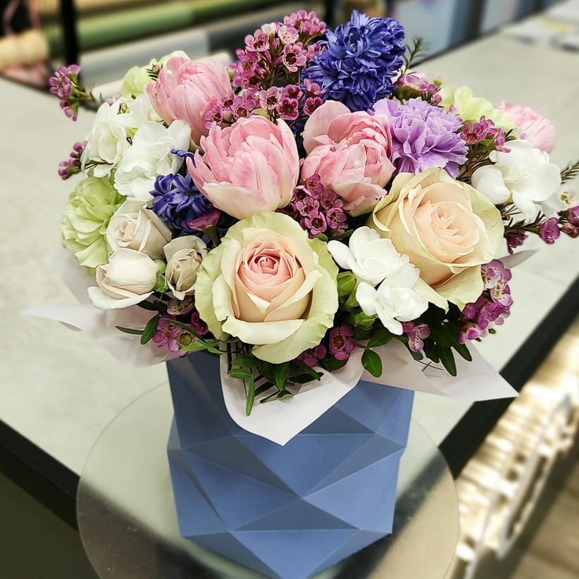 img 20210219 170852 2 - Композиция цветов в коробке № 1034