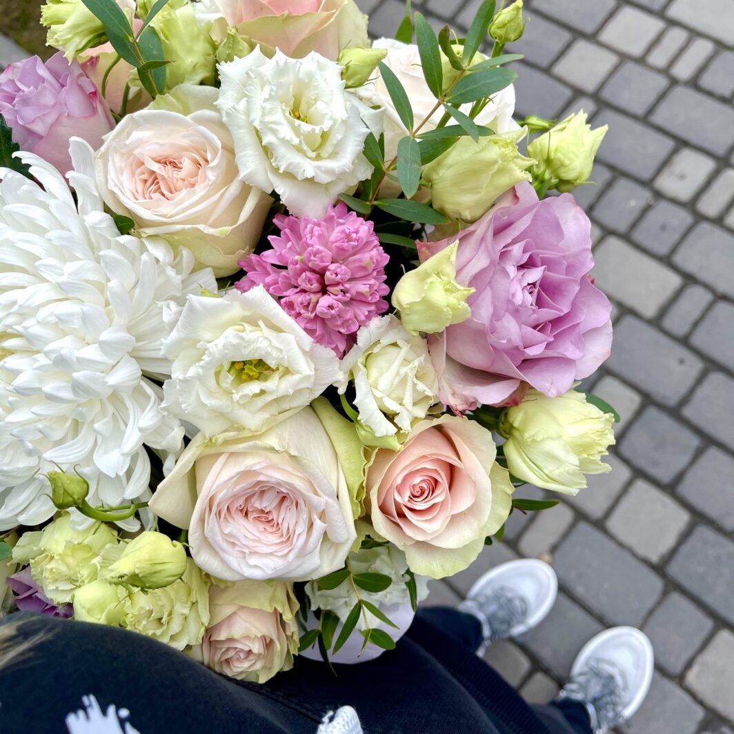 img 1749 1064x1064 - Композиция цветов в коробке № 1043