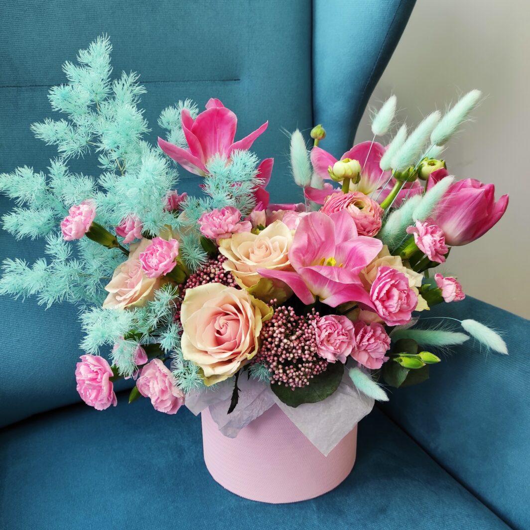 img 20210305 130242 1064x1064 - Композиция цветов в коробке № 1044