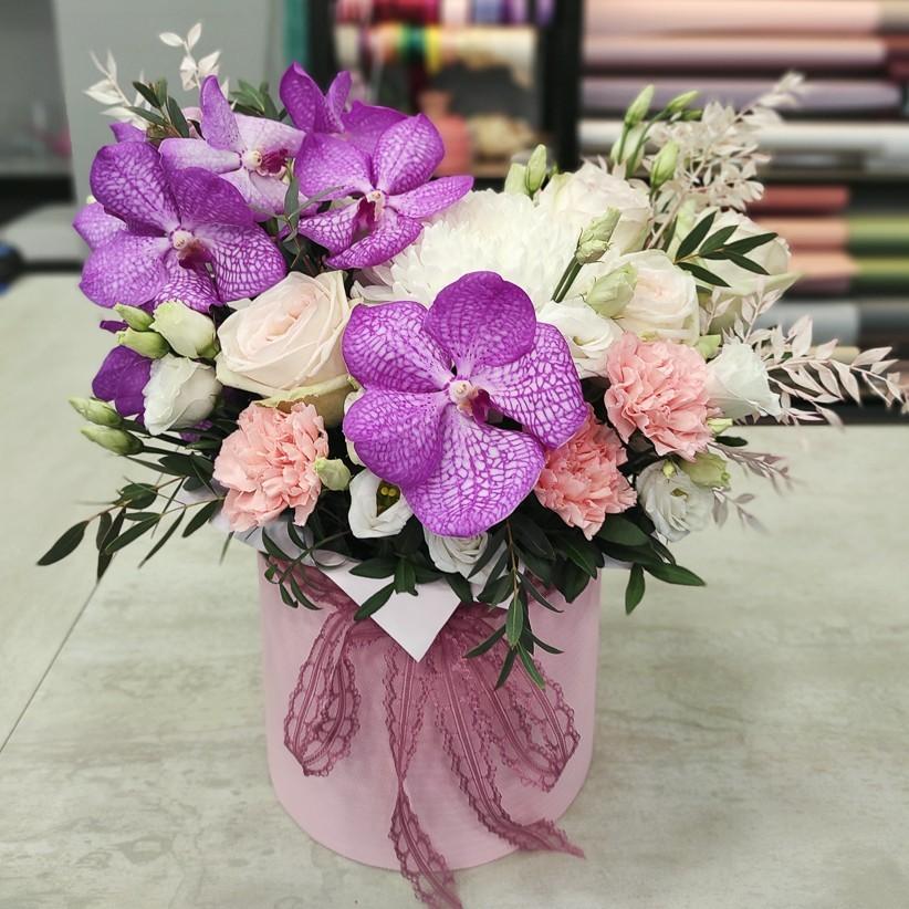 img 20210405 162453 - Композиція квітів у коробці № 1041