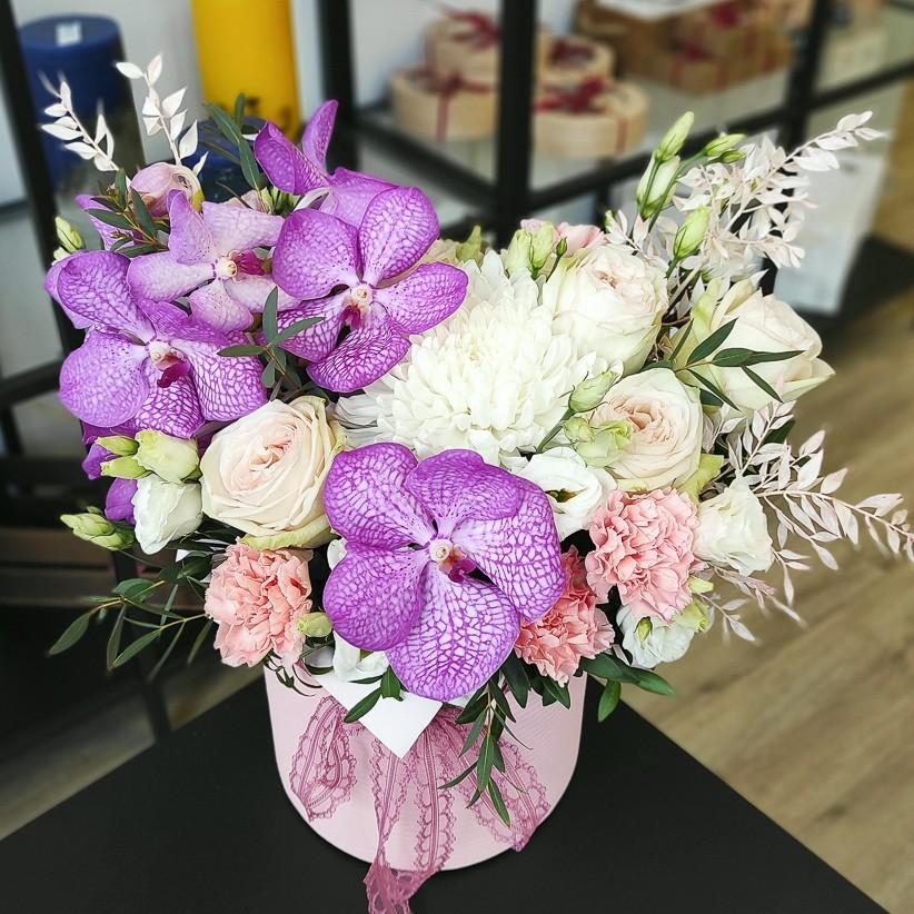 img 20210405 162521 - Композиція квітів у коробці № 1041