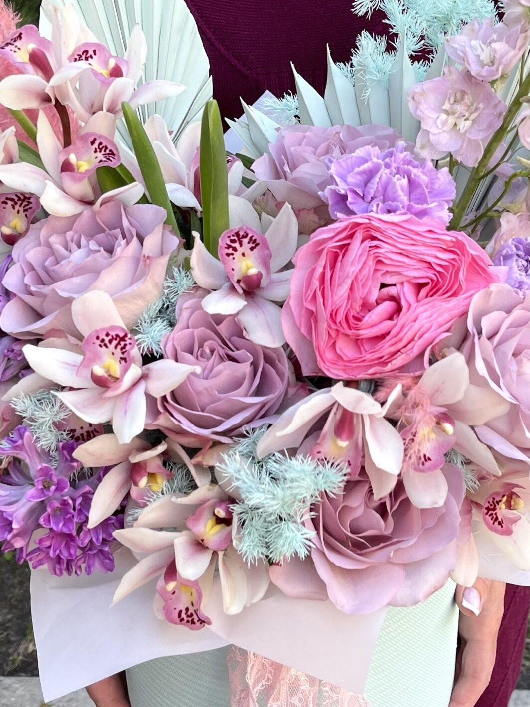 img 1365 1064x1419 - Композиция цветов в коробке № 1047
