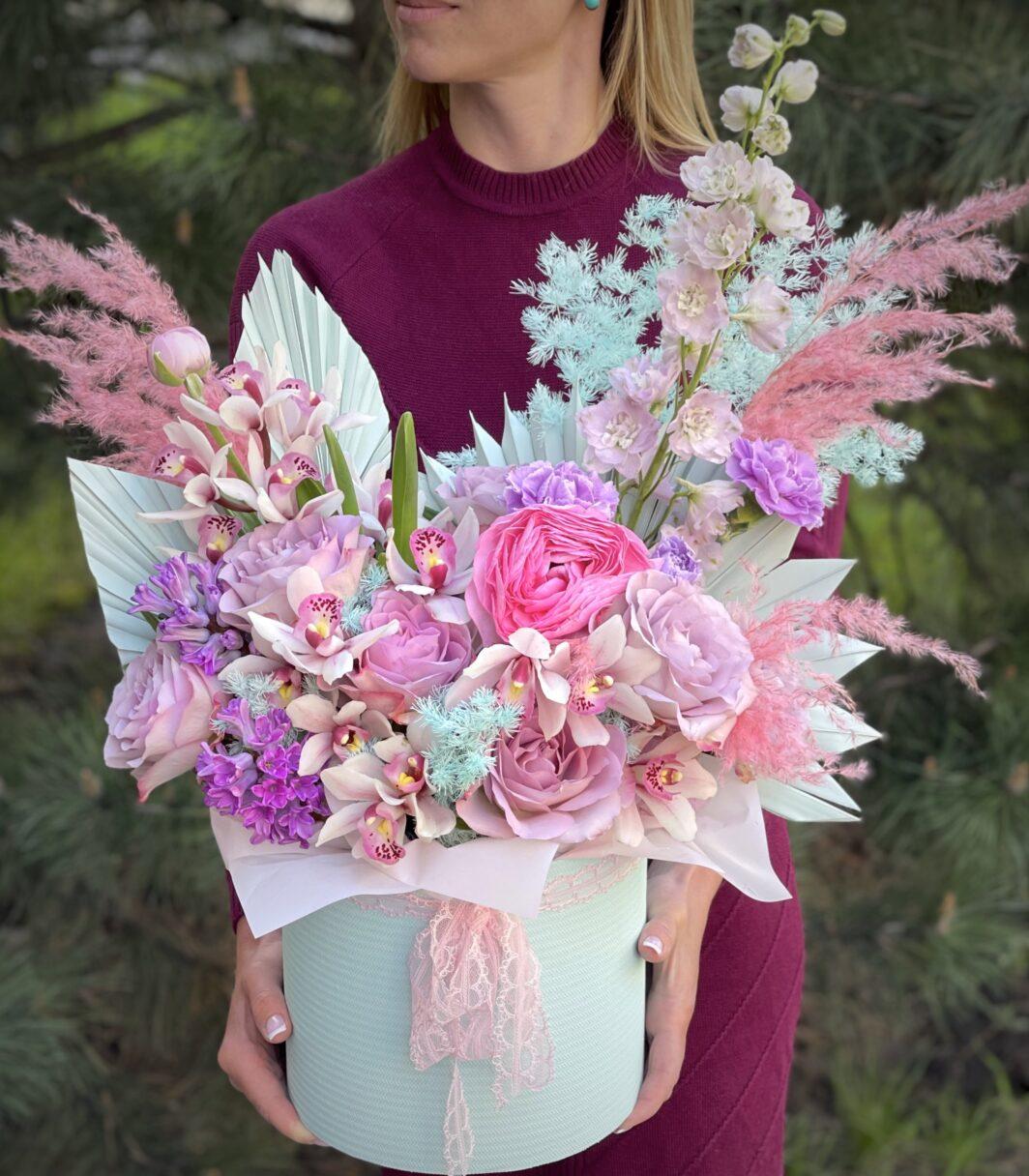 img 1374 1064x1216 - Композиция цветов в коробке № 1047