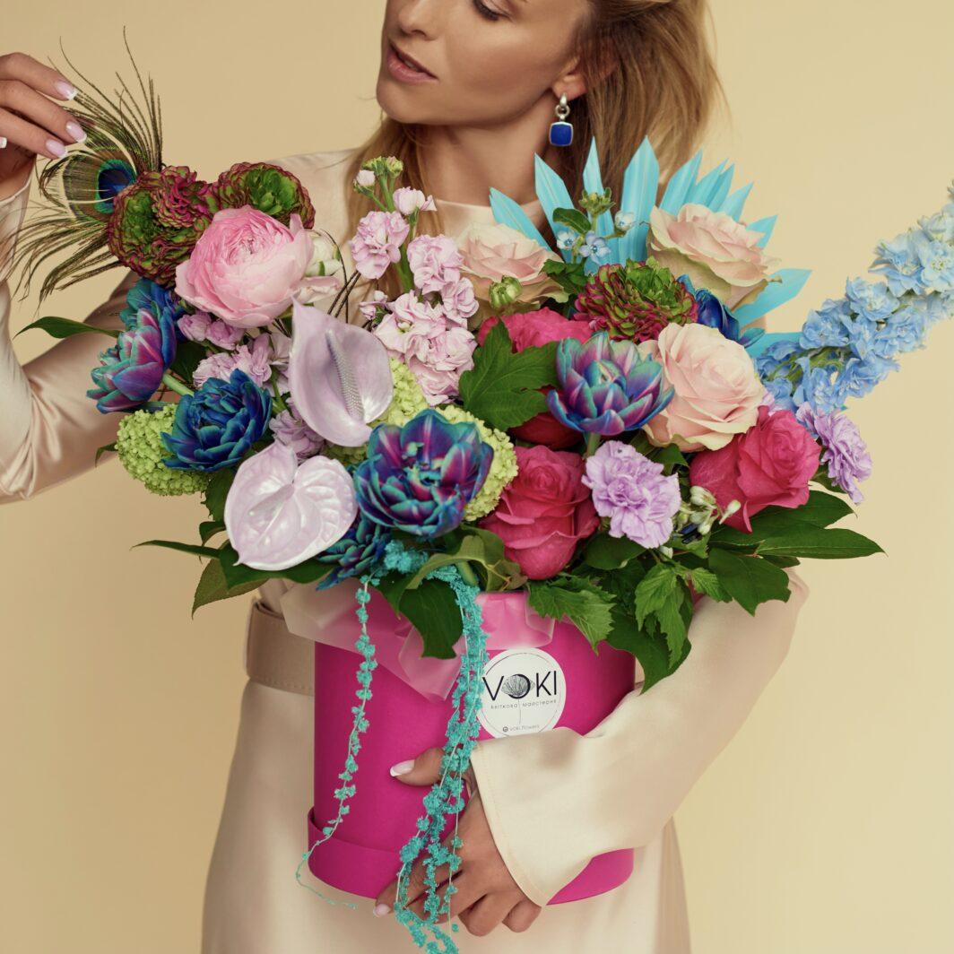 img 1694 1064x1064 - Композиция цветов в коробке № 1049