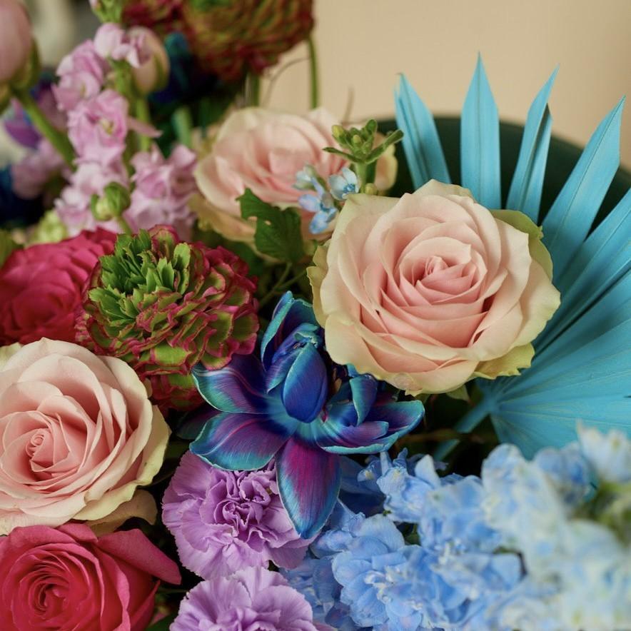 img 1696 - Композиция цветов в коробке № 1049