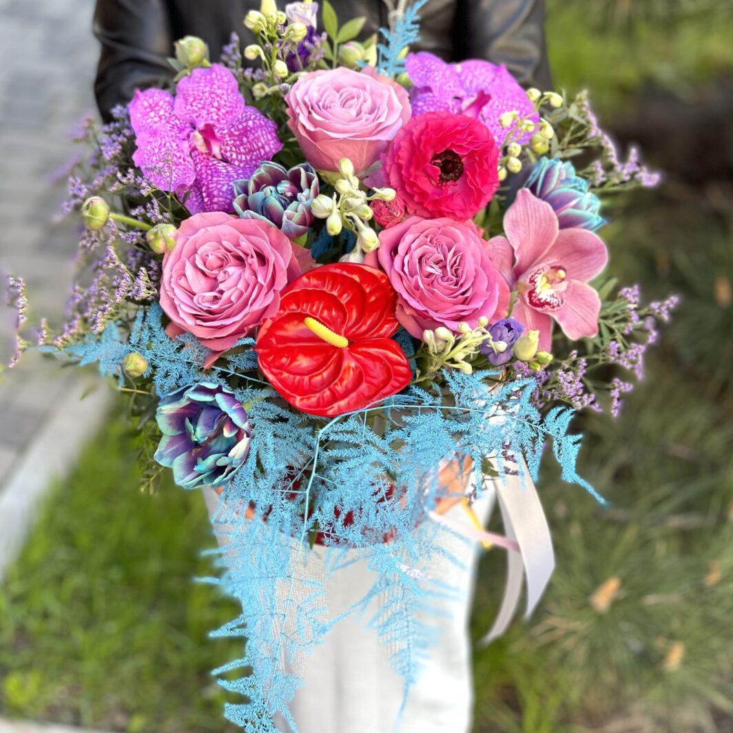 img 2953 1064x1064 - Композиція квітів у коробці № 1051
