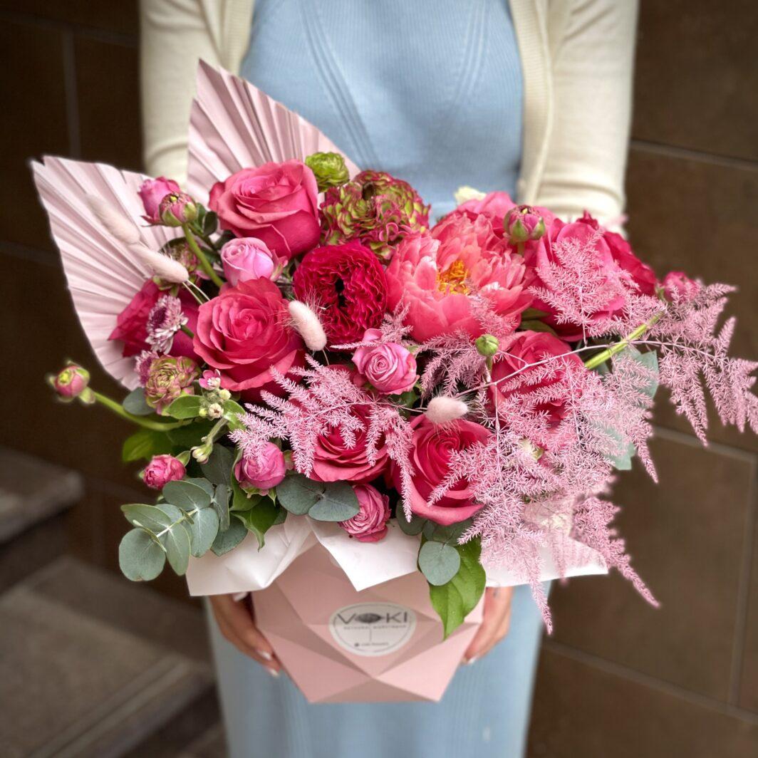 img 3145 1064x1064 - Композиция цветов в коробке № 1050