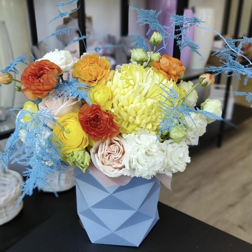 img 2277 - Композиція квітів у коробці № 1055