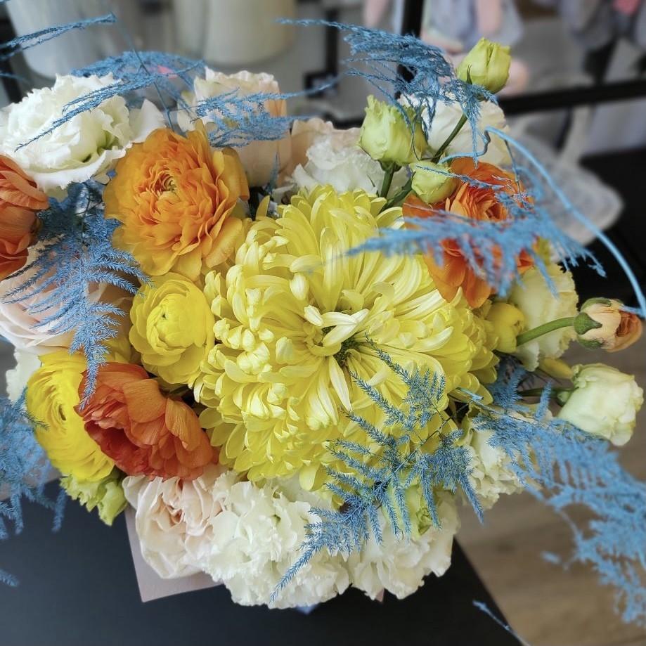 img 2279 - Композиція квітів у коробці № 1055