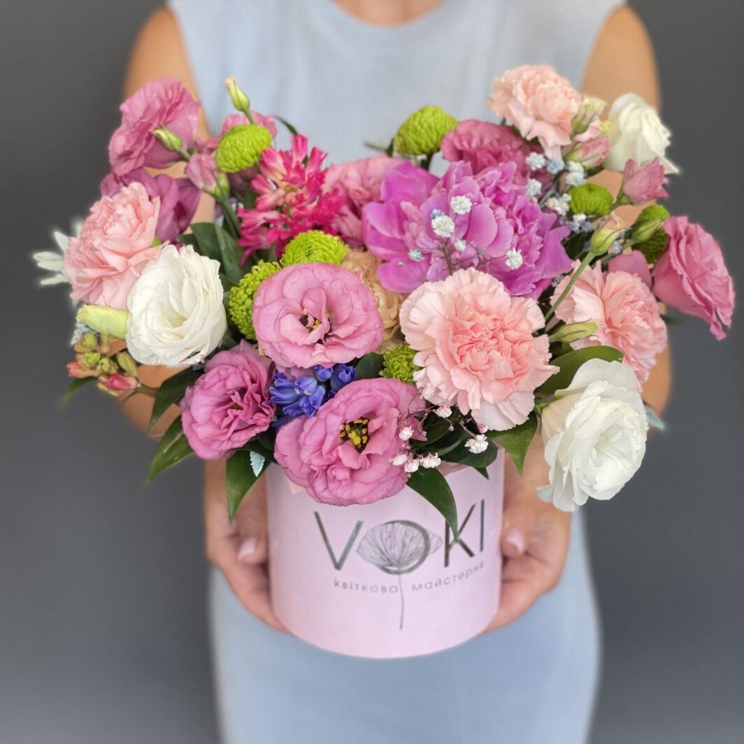 Композиція квітів у коробці № 1057