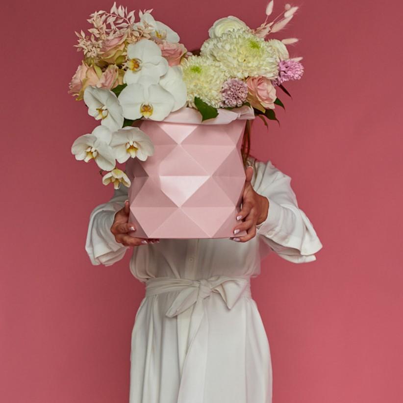 Композиция цветов в коробке № 1060
