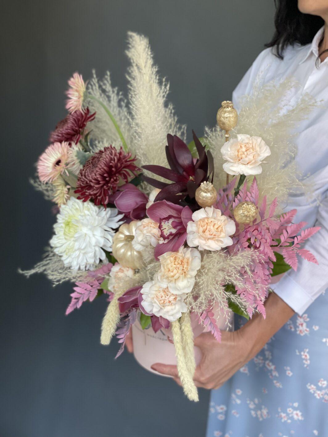 Композиція квітів у коробці № 1064