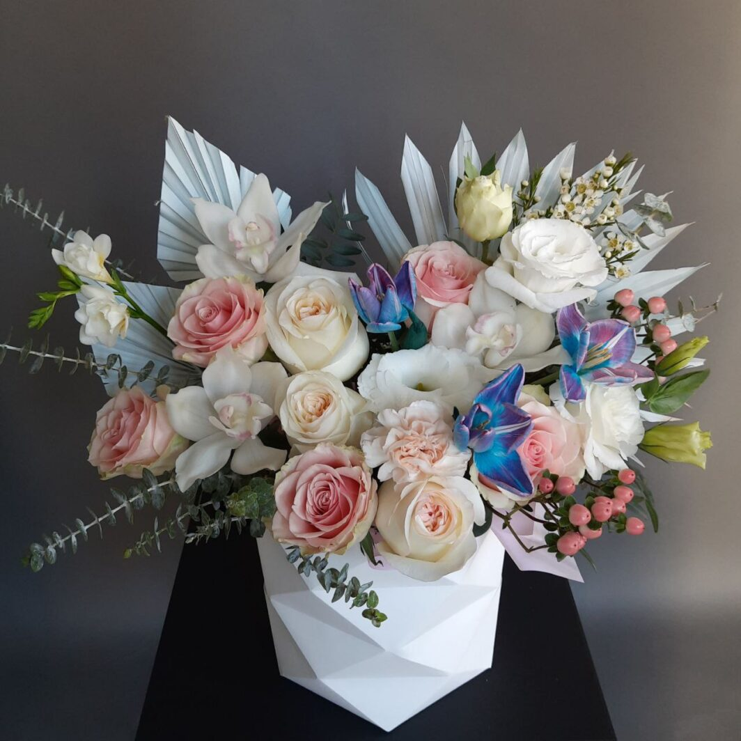 Букет квітів у коробці № 1065